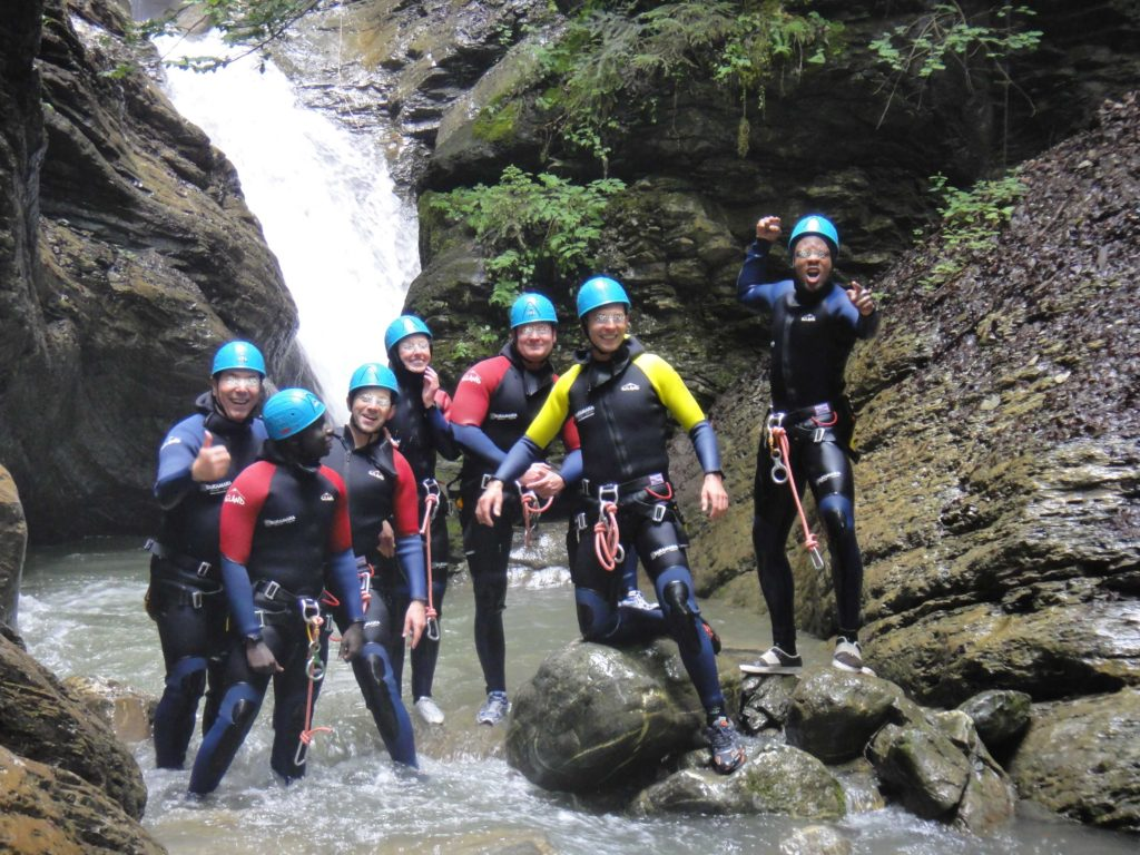 sortie-entreprise-incentive-canyoning-canyon-en-suisse-2