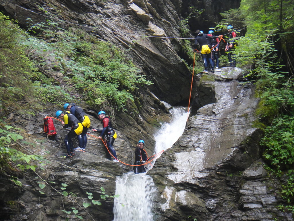 sortie-entreprise-incentive-canyoning-canyon-en-suisse-3