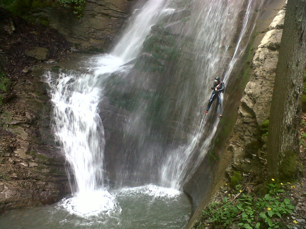sortie-entreprise-incentive-canyoning-canyon-en-suisse-4