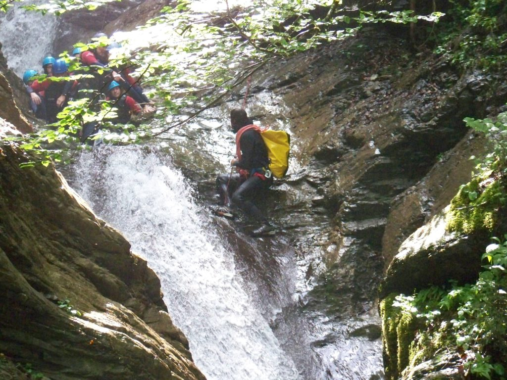 sortie-entreprise-incentive-canyoning-canyon-en-suisse-5
